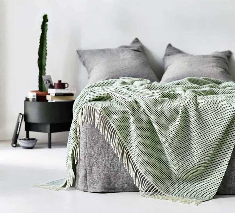 wolldecken punkt mit fransen von r ros tweed. Black Bedroom Furniture Sets. Home Design Ideas