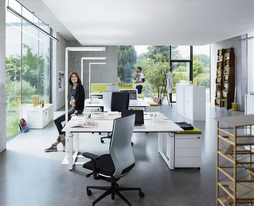 Direkt und Indirektlicht ideal eingesetzt im Büro