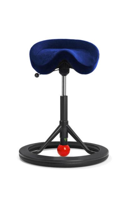 BackApp Sattelstuhl Alcantara blau mit schwarzem Fuss und roter Kugel| solergo.ch