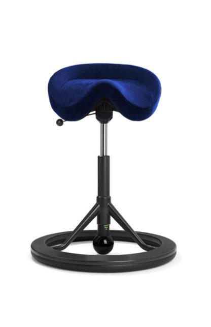 BackApp Sattelstuhl Alcantara blau mit schwarzem Fuss und schwarzer Kugel| solergo.ch