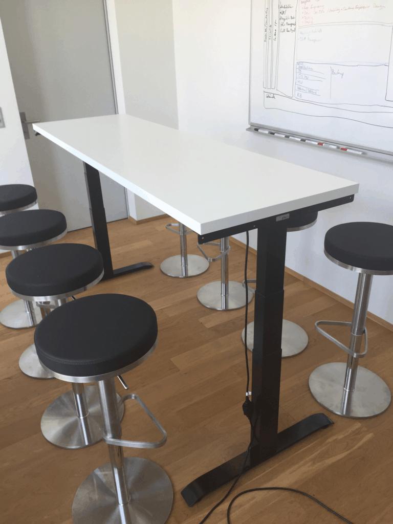 ergon master tischgestell elektrisch h henverstellbar im meetingzimmer. Black Bedroom Furniture Sets. Home Design Ideas